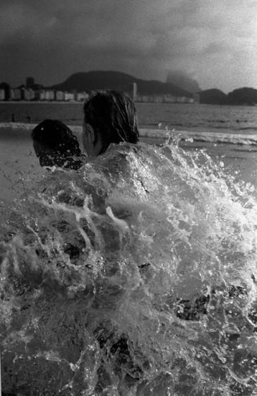 casal-praia-copacabana-kittyparanagua-364x560.jpg