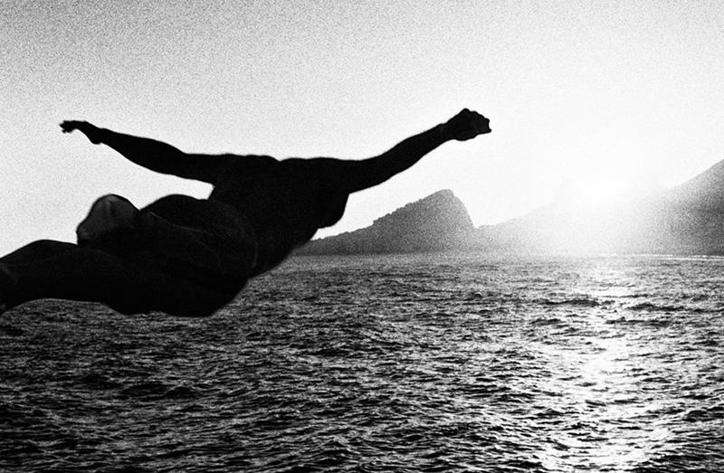 homem-mergulho-praia-copacabana-kittyparanagua.jpg
