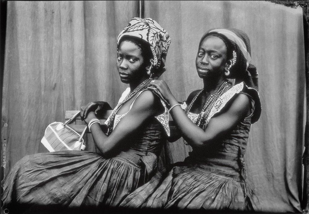 Bamako (Mali), entre 1948 e 1963. Foto de Seydou Keïta/ Contemporary African Collection (CAAC) - The Pigozzi Collection