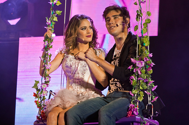 Martina and Jorge during the Violetta on Tour concert