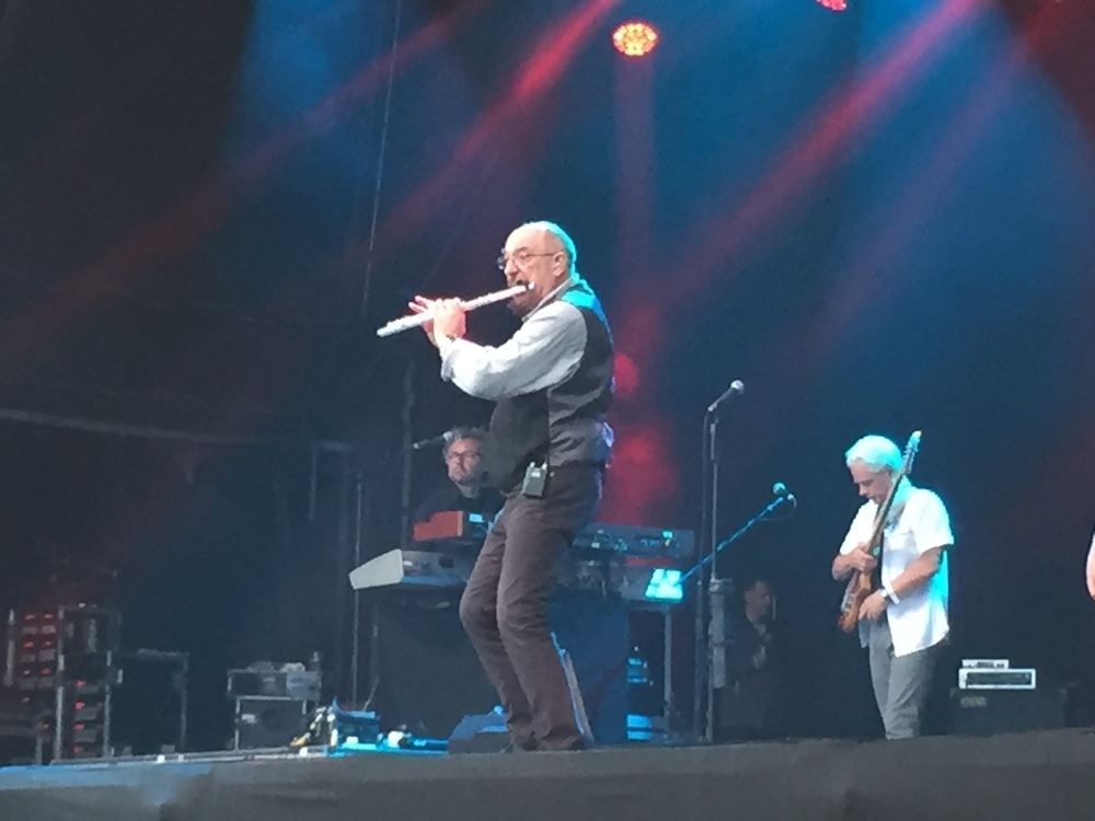 Ian Anderson playing Jethro Tull classics