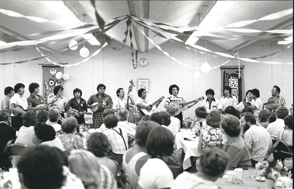 Cuerdas Clasicas Primera Presentacion 1976.jpg