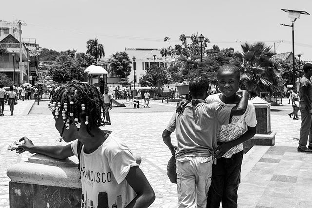 When he shared his money he received from the tourist with his friends, I realized that this young man understood something that most adults in my community don't, everybody eats.  #haiti #peacelover #explorationgram #exploreeverything #bw_shotz #bwmasters #bws_worldwide  #world_bnw #sigmaart #canonofficial