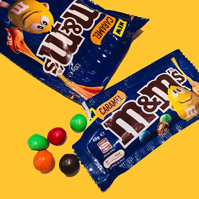Swipe ⬅️ for that caramel goodness 🤤 now at #candyempiresg stores, available in 40g and 130g packs. #mnms #sgdessert #sgfood