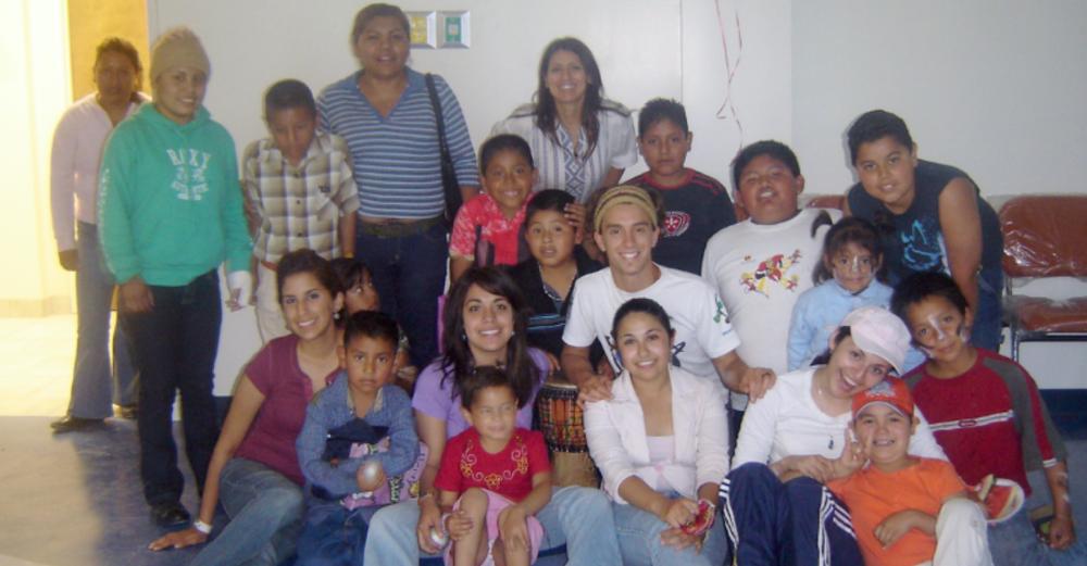 Compartiendo Sonrisas - Voluntariado Reiki con Matías Mahia 2005