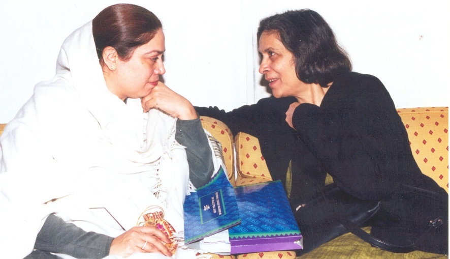 Shahla Zia meeting with  Nilofer Bakhtiar , President of the Women's Wing of the Pakistan Muslim League, in 2003.