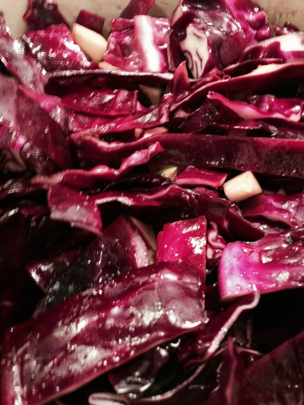 Cooking the red cabbage