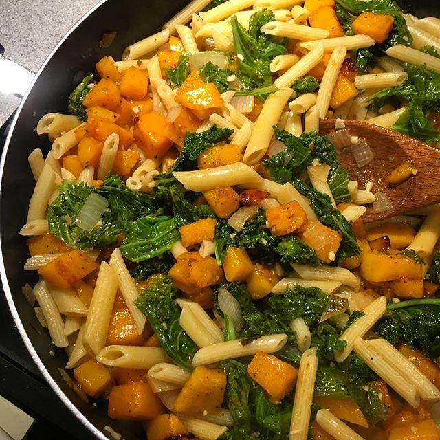 Mmm mmm dinner. Veggie pasta forever x) 💚🧡 Kale and roasted butternut squash penne! #dinner #kale #squash #pasta #homemade #mealplanning
