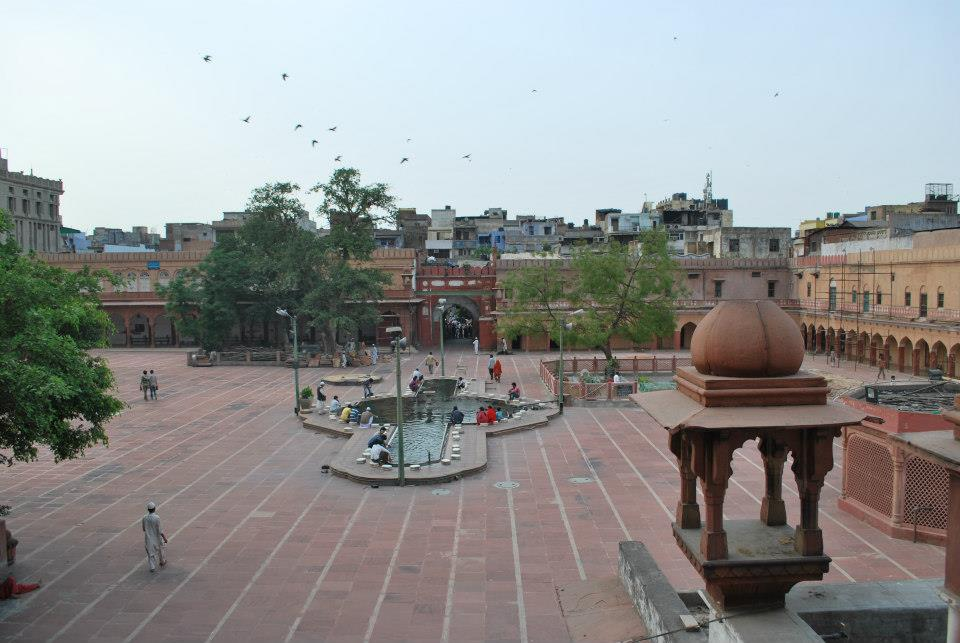 The courtyard of the Fatehpuri Mosque as seen from the entrance to the Fatehpuri Library.