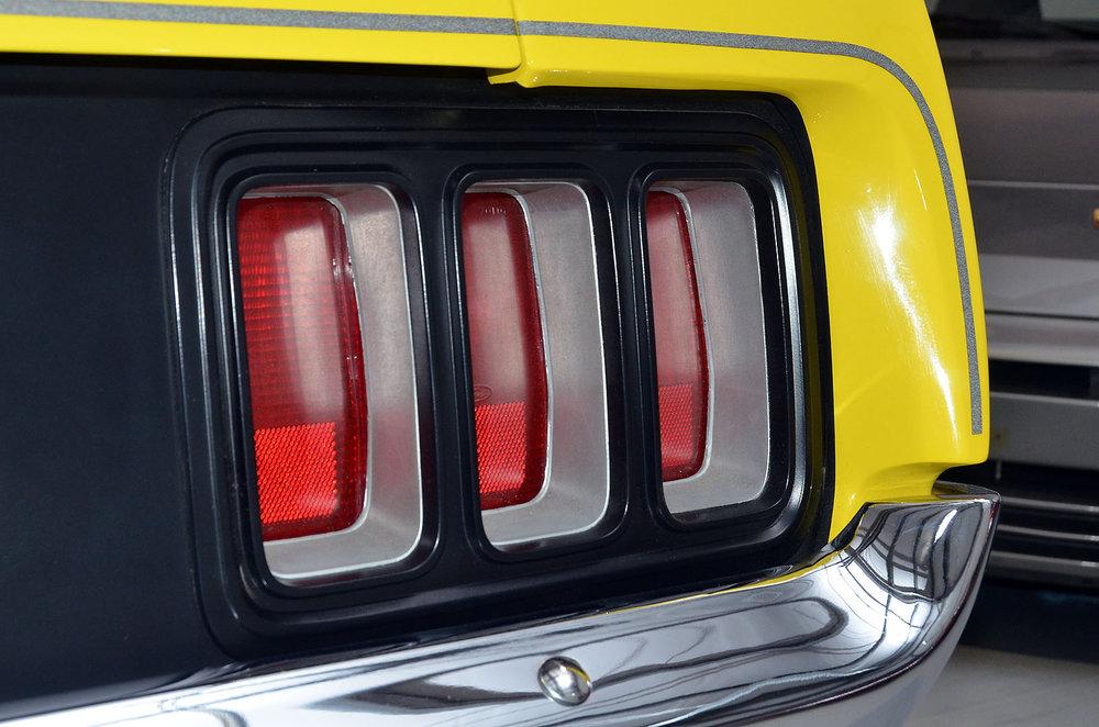1970B_Ford_Mustang_Boss_302_Yellow_014.jpg