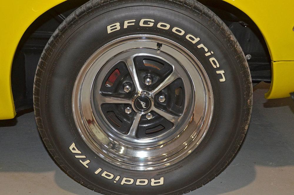 1970B_Ford_Mustang_Boss_302_Yellow_018.jpg