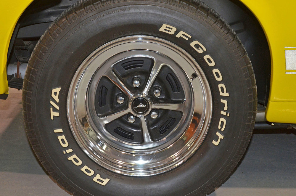 1970B_Ford_Mustang_Boss_302_Yellow_019.jpg