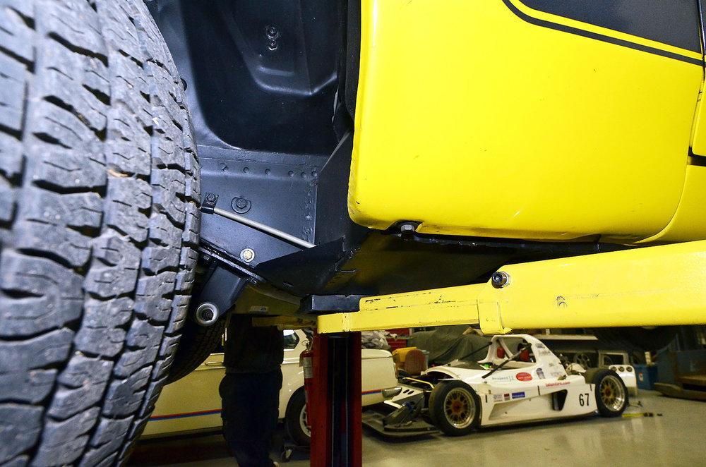 1970B_Ford_Mustang_Boss_302_Yellow_056.jpg