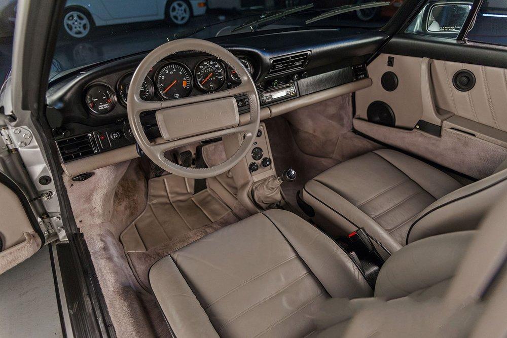 1989F_Porsche_911_Coupe_Silver_Anniversary_011.jpg