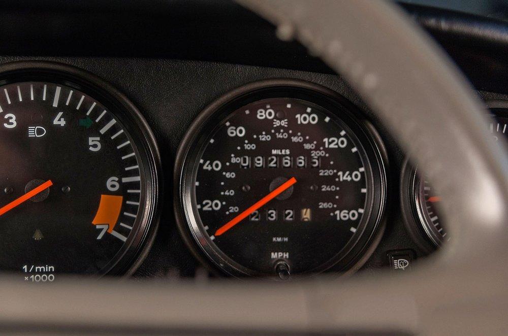 1989F_Porsche_911_Coupe_Silver_Anniversary_013.jpg
