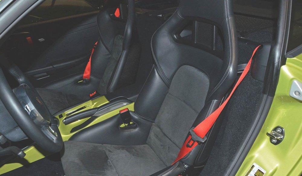 2012B_Porsche_Cayman_R_Coupe_Green_025.jpg