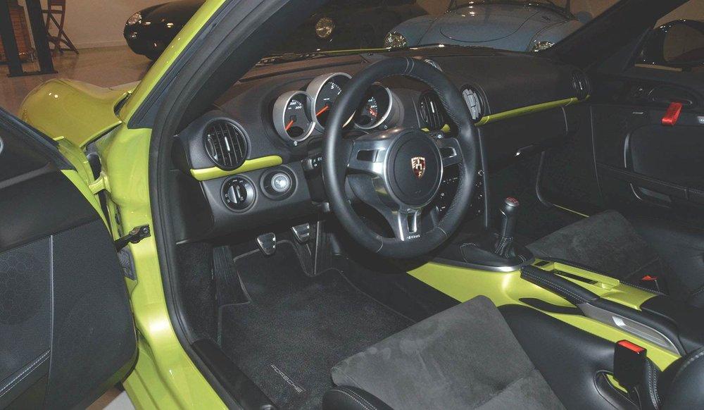 2012B_Porsche_Cayman_R_Coupe_Green_026.jpg