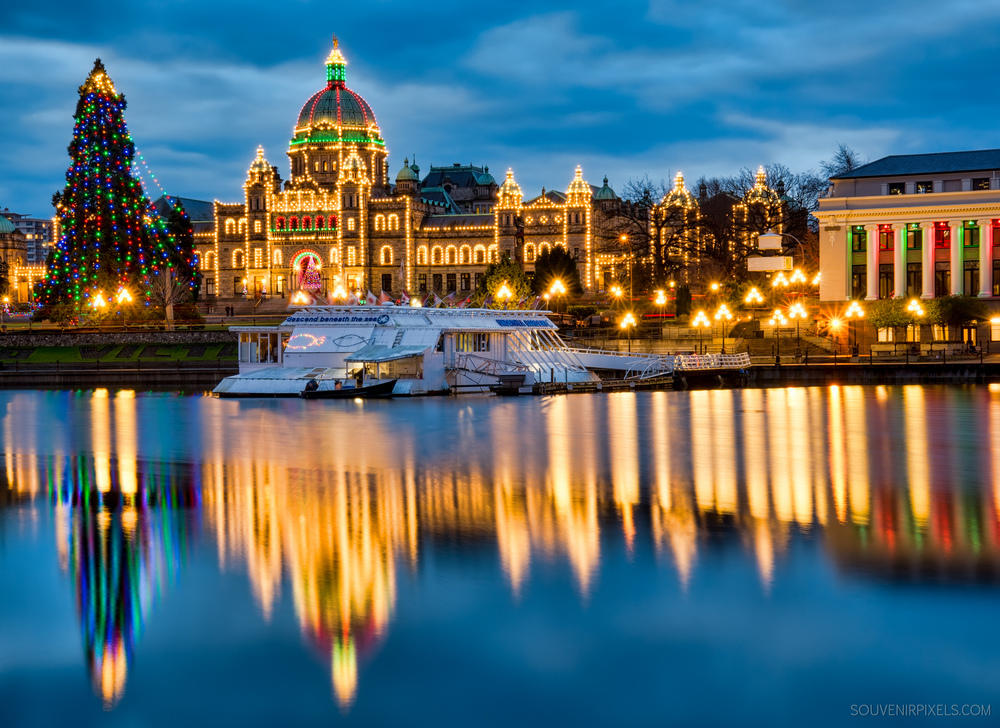P0399-British Columbia Parliament Christmas Lights-XLarge.jpg