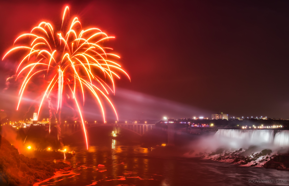 P0523-Niagara Falls Fireworks-XLarge.jpg