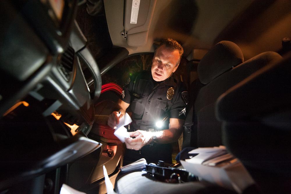 1.fv.0206.police.bo.jpg