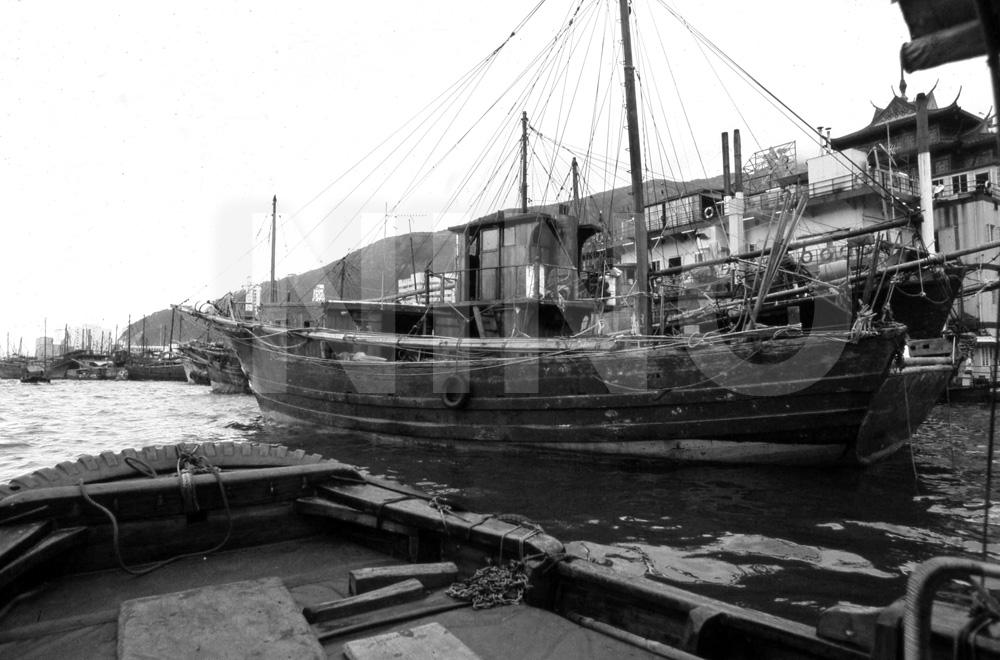 Boat B&W6.jpg