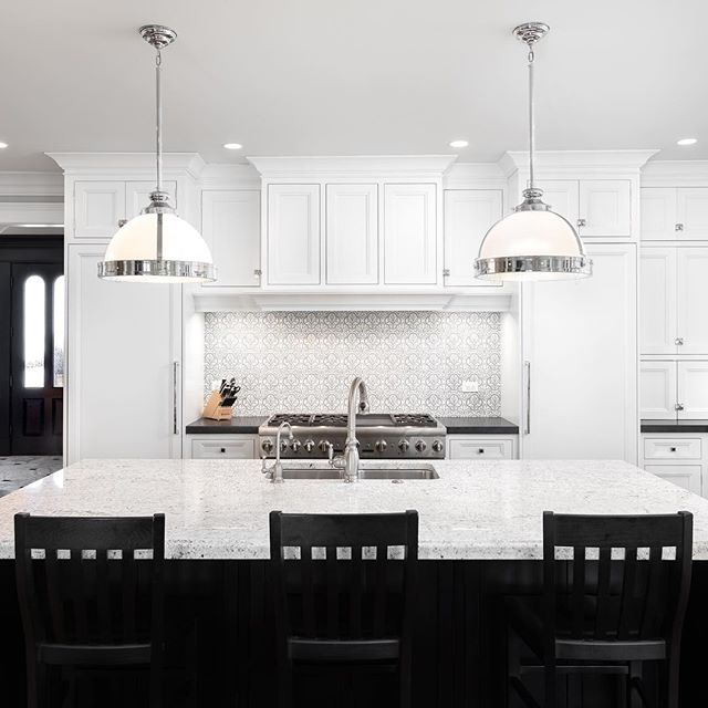 The classic black and white combo. My favorite. #architecturephotography #realestatephotography #realtor #geneva #genevarealestate #interior #interiordesign #whiteandblack #luxuryhome #luxurykitchen #highendkitchen #5div #realestate #interiorphotography