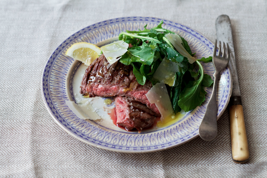 Tuscan Skirt Steak with Arugula and Pecorino