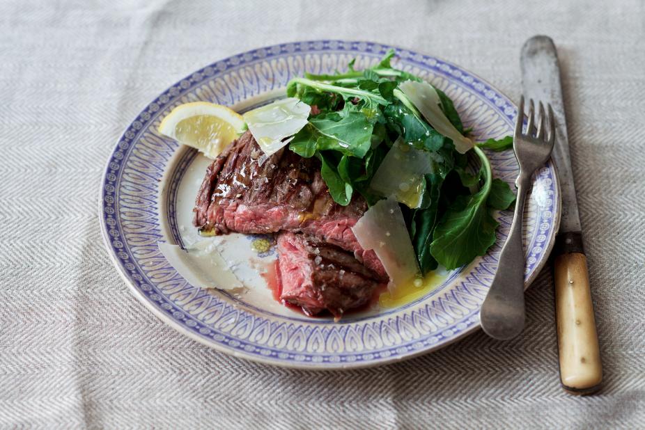 Tuscan Skirt Steak with Arugula and Pecorino