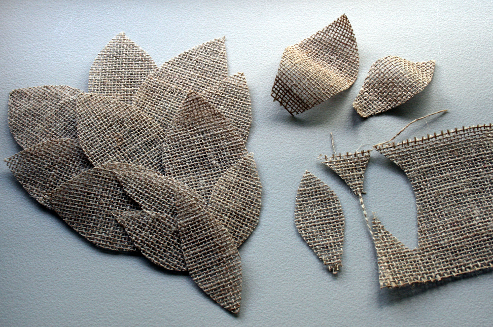 Burlap leaves which I decided to omit from this project.