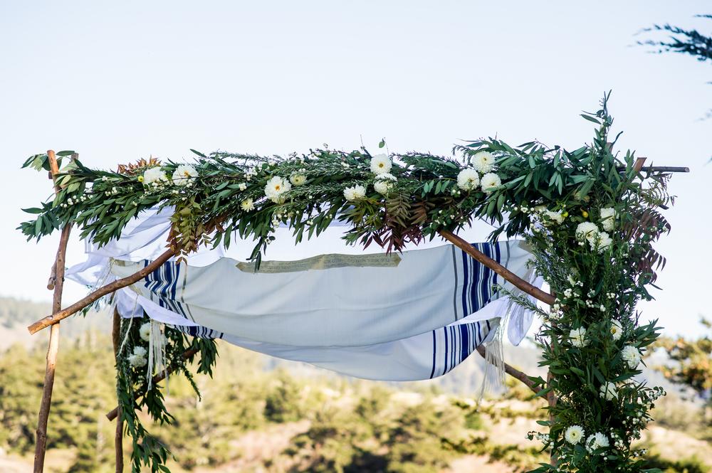 PHOTO: Theilen Photography   FLORAL DESIGN:  Erica Rose Design   VENUE: Costanoa Lodge