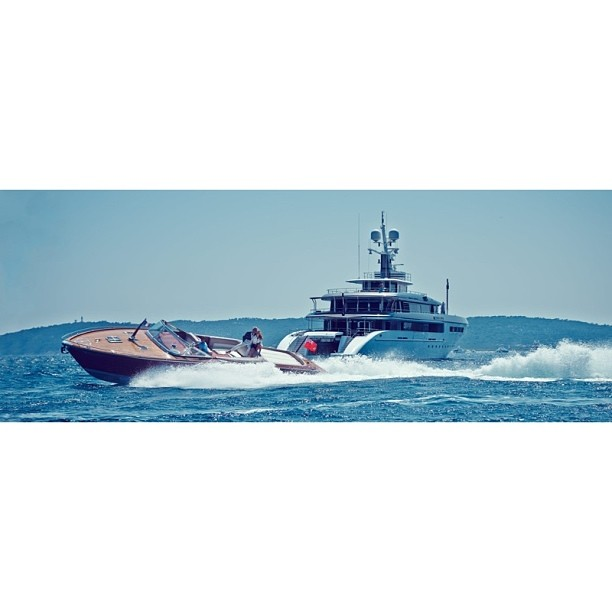 Life is better when you have a yacht… Don't you think? One of the most alluring photographs of M/Y Family Day and Johan Attvik's J Craft Riva. I love the juxtaposition of the classic wooden torpedo against the sleek lines of the Codecasa. Photograph via camper and Nicholson Taken in Saint Tropez @carolfeith ! #jcraft#codecasa#italy#sweden#saintropez#superyachtmedia#yacht#superyacht#lwtraveler#lwt#megayacht#familyday#travel#lifestyle#luxury#boat#beauty#love (at New York City)