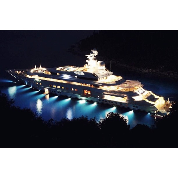 Pelorus by night. Built by Lurssen and designed by Tim Heywood #pelorus#yacht#design#superyacht#designer#megayacht#night#travel#sunset#lifestyle#yachtdesign