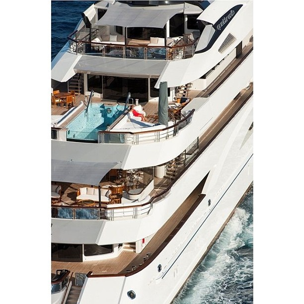 M/Y Quatroelle Designer: Leonard and Nuvolari Builder: Lurssen The iconic finned eaves of from L&N Studio. You will see the same design detail throughout their other yachts Seven Seas, Alfa Nero, and the Y709.