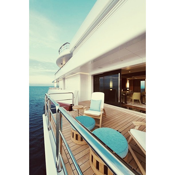 I cannot argue that this photograph captures a stunning composition of M/Y Nirvana but the interior does not does not stand out. The designers attempted to use a turquoise color palette throughout the exterior furniture but it would be fun to see that color brought in to experimentation on the interior. Thinking about my future collaborations with #Rovvel @annakorkobcova and @kat_vancleave Builder: Oceanco #yacht#beautiful#exotic#design#yachts#luxury#yachtdesign#luxuryyacht#yachtcrew#superyacht#megayacht#boat#yachtculture#aesthetic#contemporary#proportion#yachtie#wealth#theyachtcollective#modern#blue#nirvana#oceanco