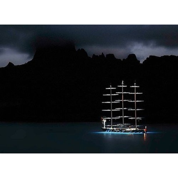 Goodnight to the world from the sailing yacht, Maltese Falcon. Designer: Ken Freivokh Builder: Perini Navi#minimalist#beautiful#exotic#yacht#design#yachtclub#yachts#yachtdesign#luxuryyacht#luxury#yachtie#yachtcrew##superyacht#megayacht#sailing#boat#blue#yachtculture#aesthetic#proportion#contemporary#theyachtcollective#sealife#charter#italy#perininavi#maltesefalcon#regatta