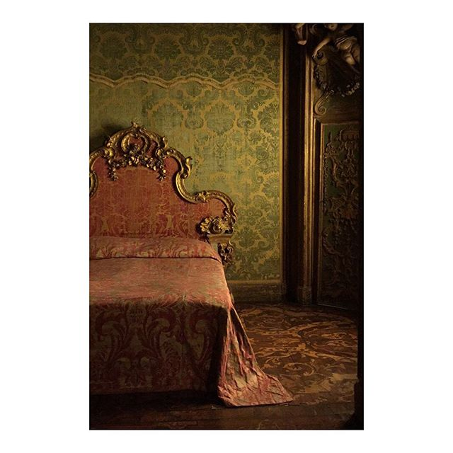 A bedroom from the Sagredo Palace in Venice installed in the @metmuseum #interiors#craftsmanship#bedtime#venice#design