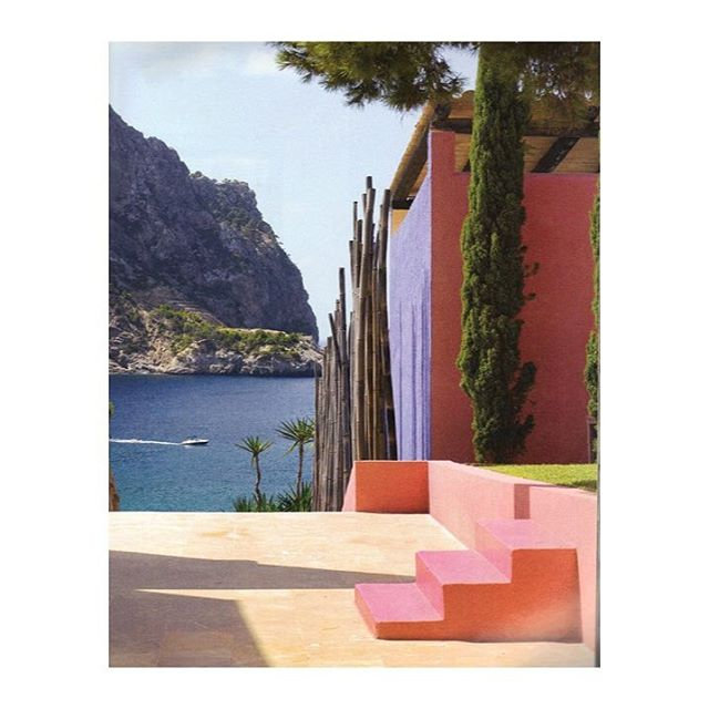 This Luis Barragán villa reminds me of the colorful blooming flowers in Central Park right now. #architecture#color#happiness