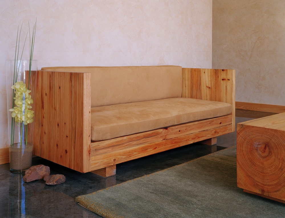 llano sofa .jpg