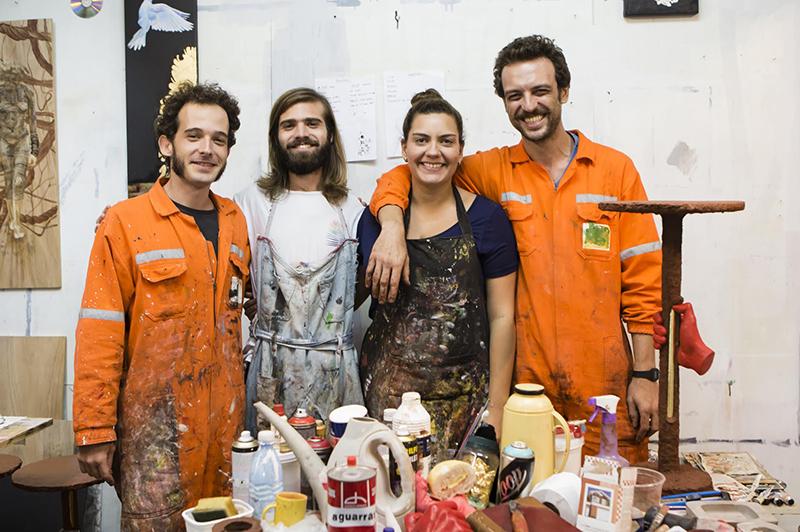 Cultivado em Casa+ Eduardo Fonseca|Fundado em 2013 e composto por Bárbara Meirelles, Diego Garavinni e Mikael Dutra, o estúdio constrói mobiliários explorando a relação entre os objetos e o espaço que nos cerca.
