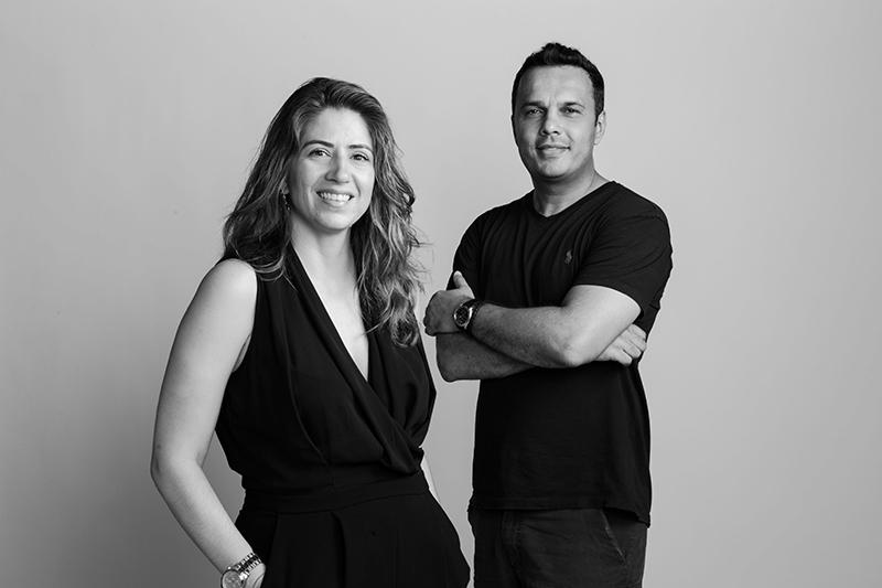 Neobox|Danilo Lopes e Paula Gontijo desenvolvem os móveis da marca. Com acabamento impecável as peças são produzidas em madeira, aço e couro e prezam pela funcionalidade, ergonomia e beleza.