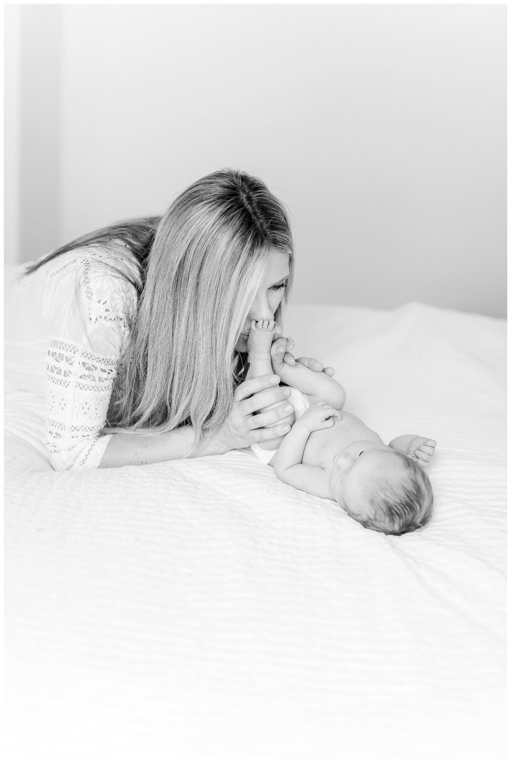 Newport_Beach_Newborn_Photographer_Lifestyle_Newborn_Photography_in_home_session_Cori_Kleckner_Photography_0945.jpg
