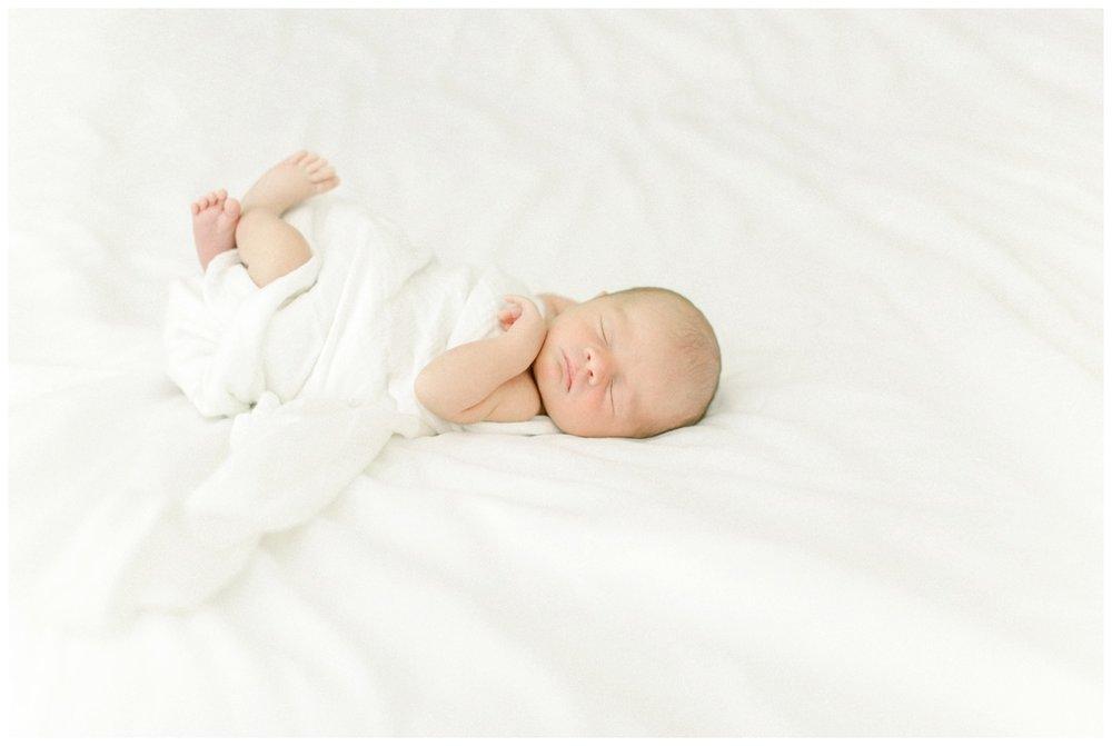 Newport_Beach_Maternity_Photographer_Newport_Beach_Newborn_Photography_Orange_County_Newborn_Photographer_Cori_Kleckner_Photography_Orange_County_in-home_Photography__2204.jpg