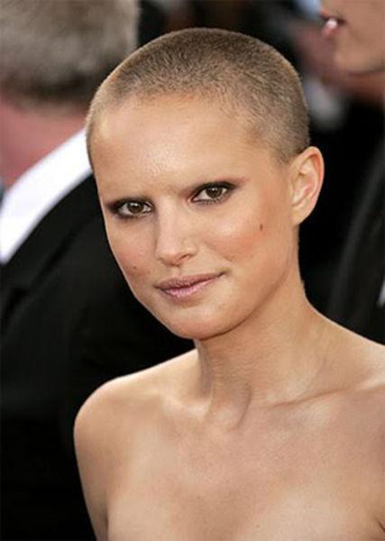 celebrities_with_no_eyebrows_640_41.jpg