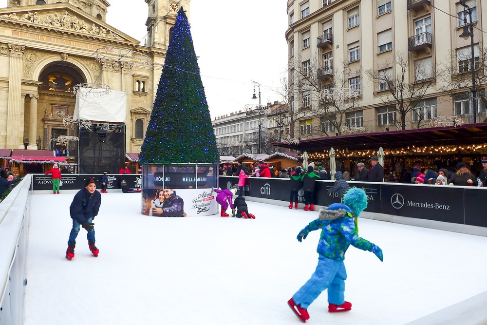 Skating rink in the middle of St. Stephen's Square
