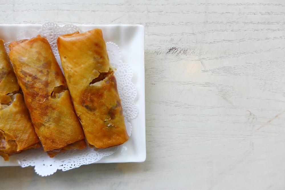 Deep-Fried Shrimp & Shredded Chicken Spring Roll
