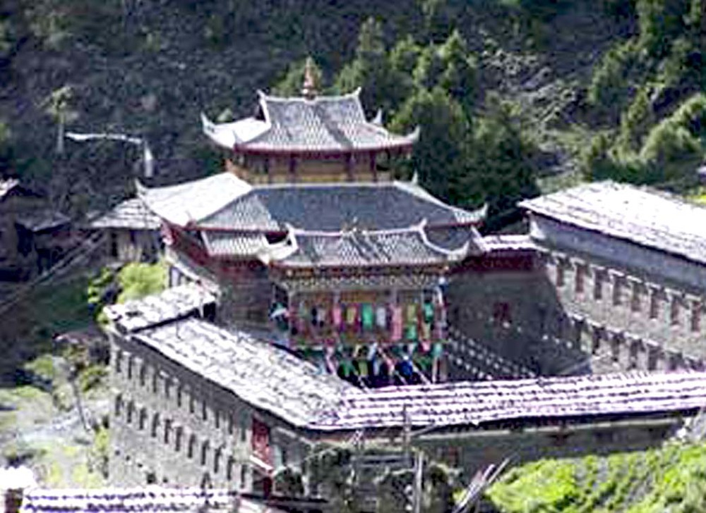 New Gangkar Monastery, photo from  PChome Online