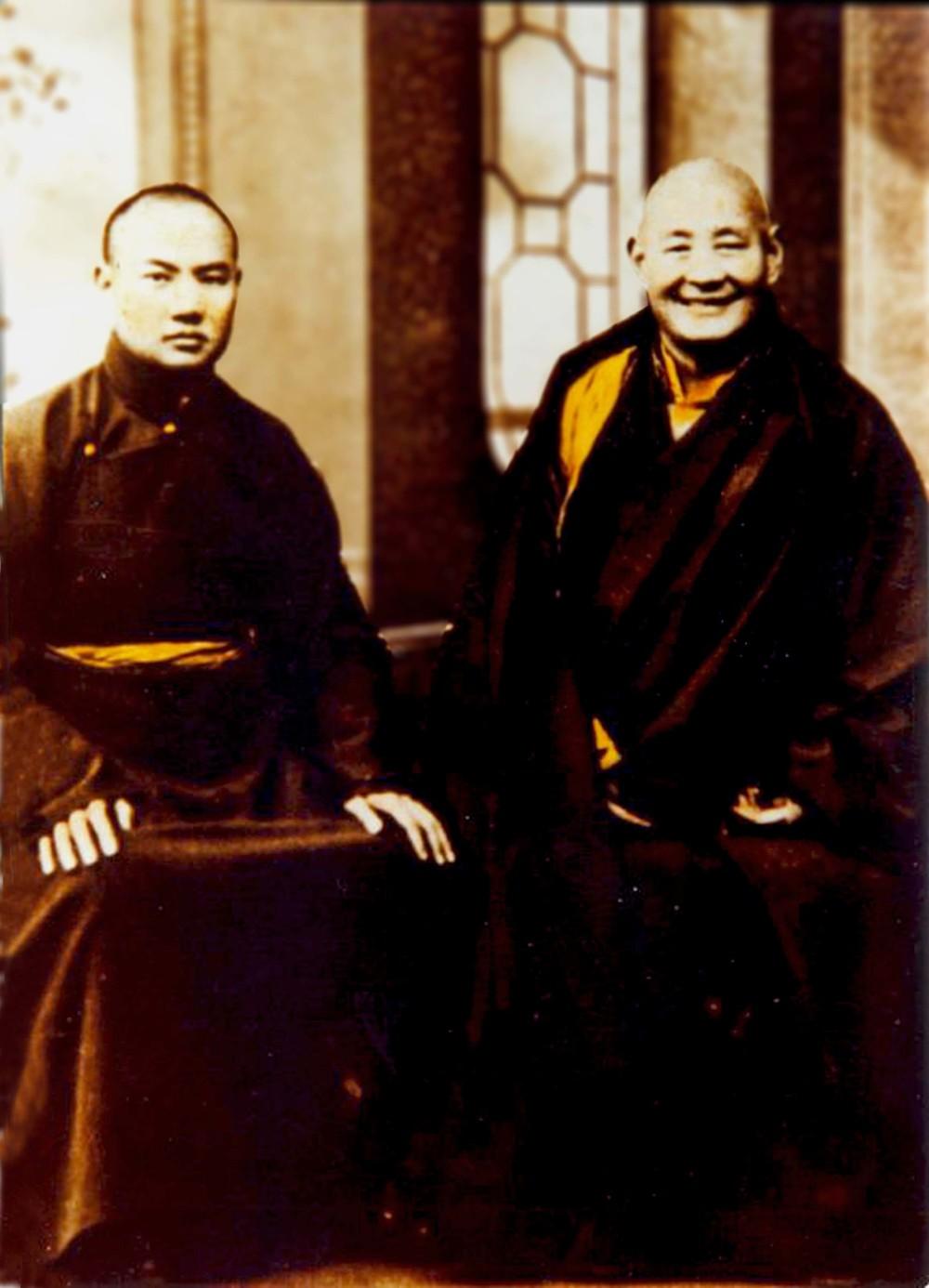 第十六世噶瑪巴-左,第九世貢噶仁波切-右