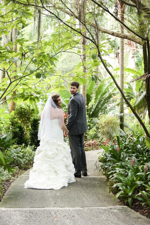 Orlando-Wedding-Photographer-Rollins-college-Lew-Gardens-24.jpg