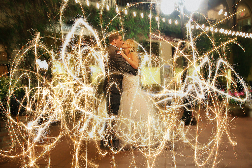 04_www.livehappystudio.com_mission_inn_orlando_wedding_photographers_sparklers2_72dpi.jpg