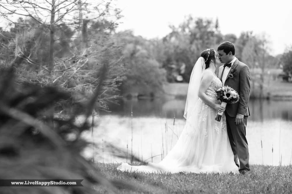 orlando-science-center-wedding-photography-outside-lake-front-ceremony-9.jpg